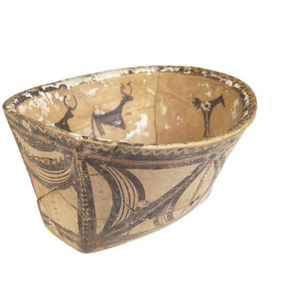 Oval bowl. Ucraina. 4th millenium BC
