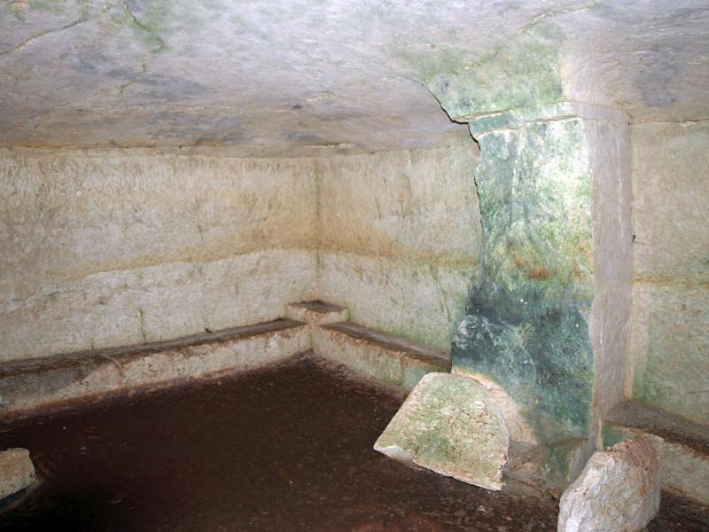 гробница 4