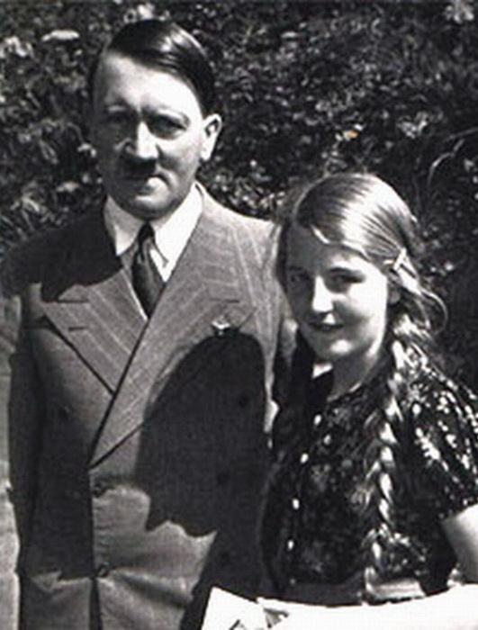 Адольф Гитлер с племяшкой