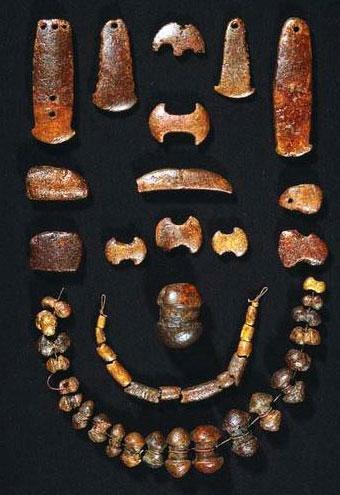 янтарные топорики