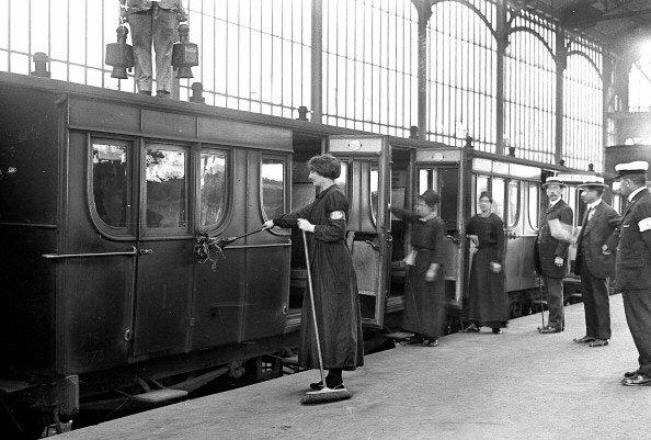 Мойщицы железнодорожных вагонов