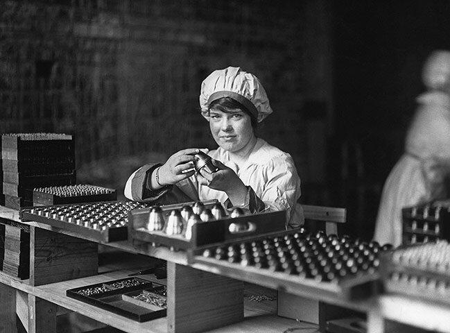 На оружейной фабрике; 1917-й год