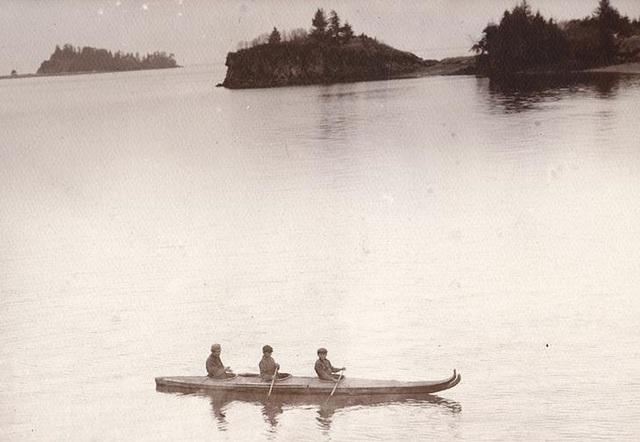 kenai_natives_in_bydarky__sic_._seldovia__alaska__men_in_3-hole_skin_boat