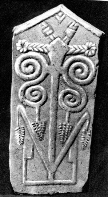 Средневековое надгробие с преобладающей растительной тематикой.