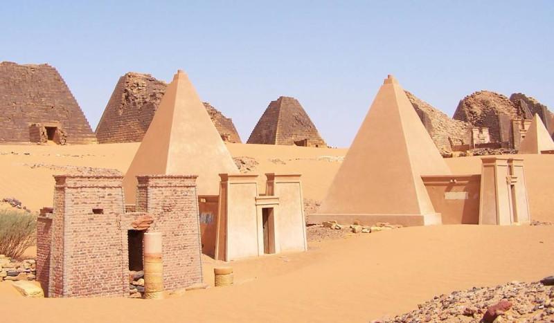 Sudan_Meroe_Pyramids 1