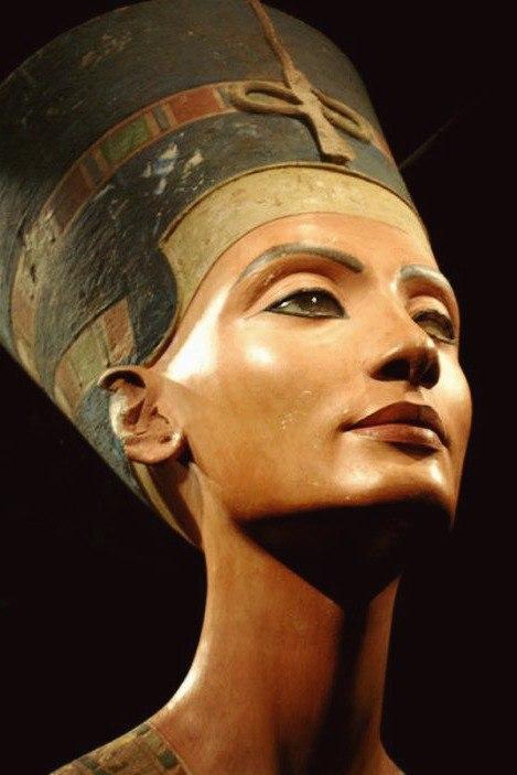 Бюст царицы Нефертити.