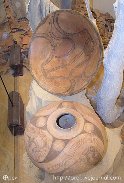 Свастика на трипольской керамике.