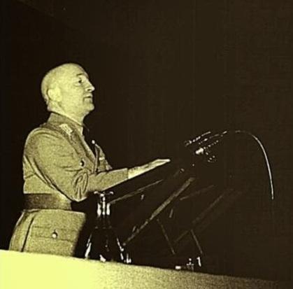 Альфред-Боймлер-на-съезде-НСДАП