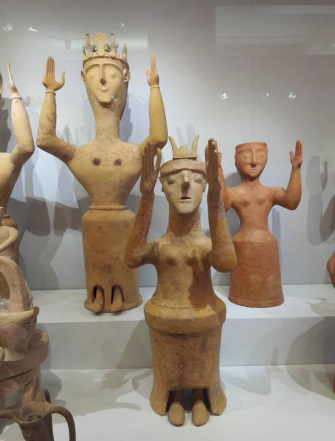Богини-оранты с острова Крит. (Археологический музей Ираклиона, Крит)