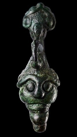 bronze-mask-fibula-ingelfingen-criesbach-5-4-c-bc