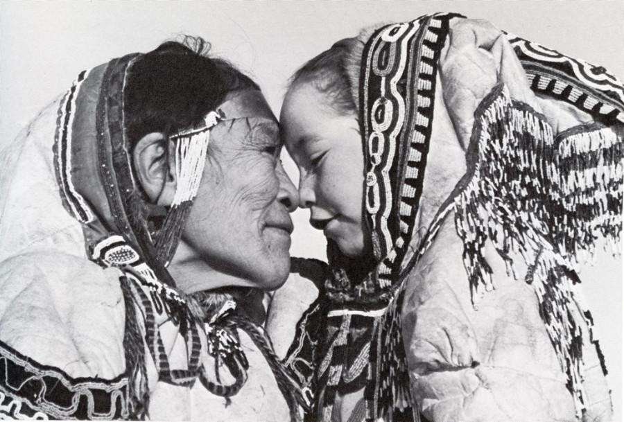 бабуся с внучкой