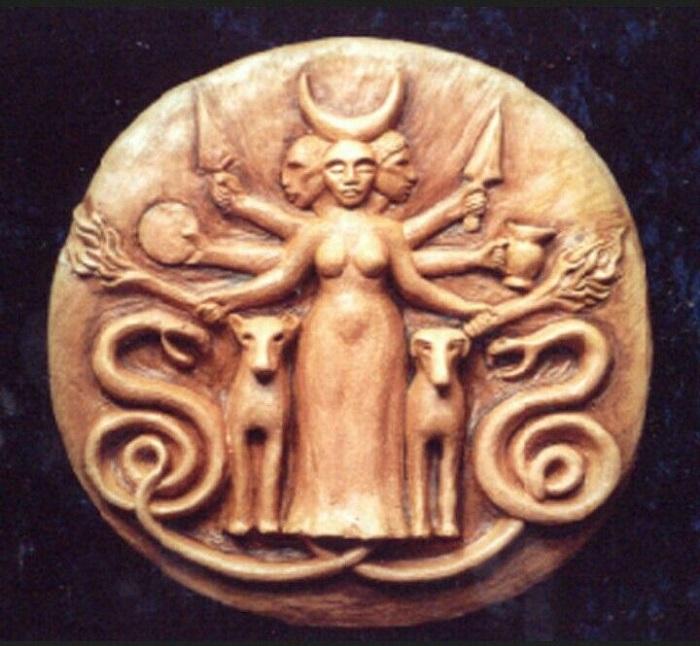 Культ богини Гекаты пришёл в Грецию из Малой Азии
