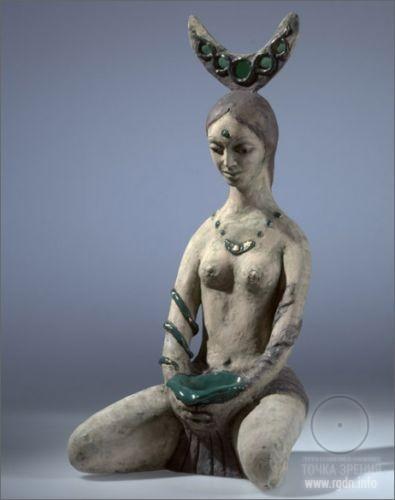 Богиня с полумесяцем на голове