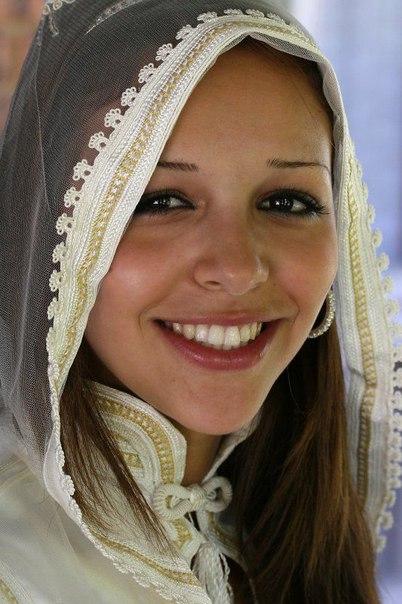 берберская девушка в национальном костюме