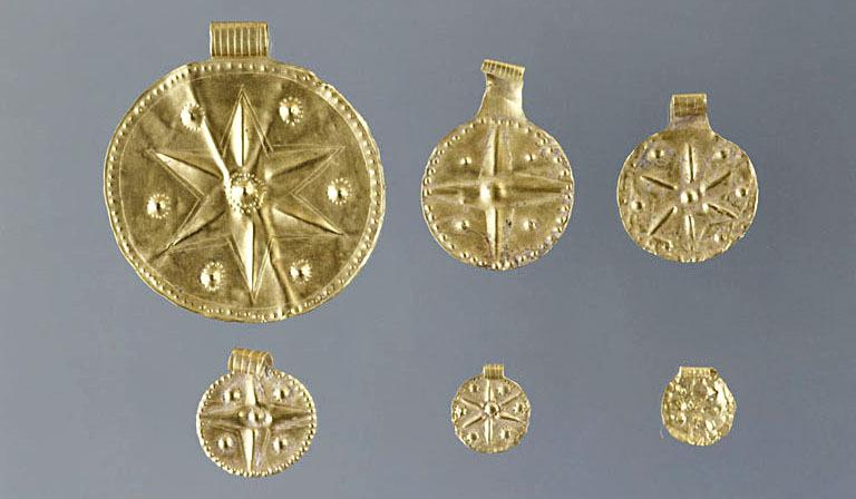 Золотые подвески с астральной символикой, вероятно Венеры. Угарит. 14-13 вв до Р.Х. Лувр. AO 17363, AO 18551, AO 19130, AO 19131, AO 19135, AO 19403