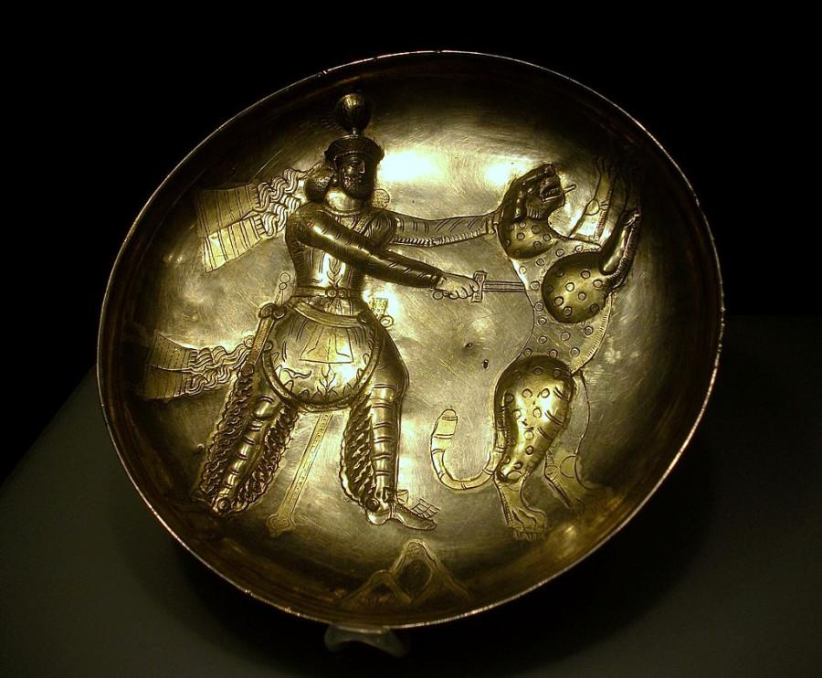 Safata_amb_la_figura_del_rei_caçant,_Pèrsia_Sassànida,_província_de_Perm,_segle_IV,_plata