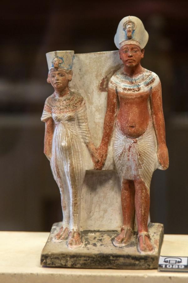 Painted limestone figure of Nefertiti & Akhenaten holding hands.