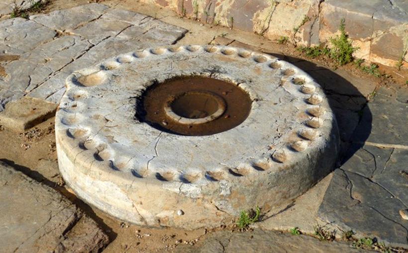 каменный диск из Маллии