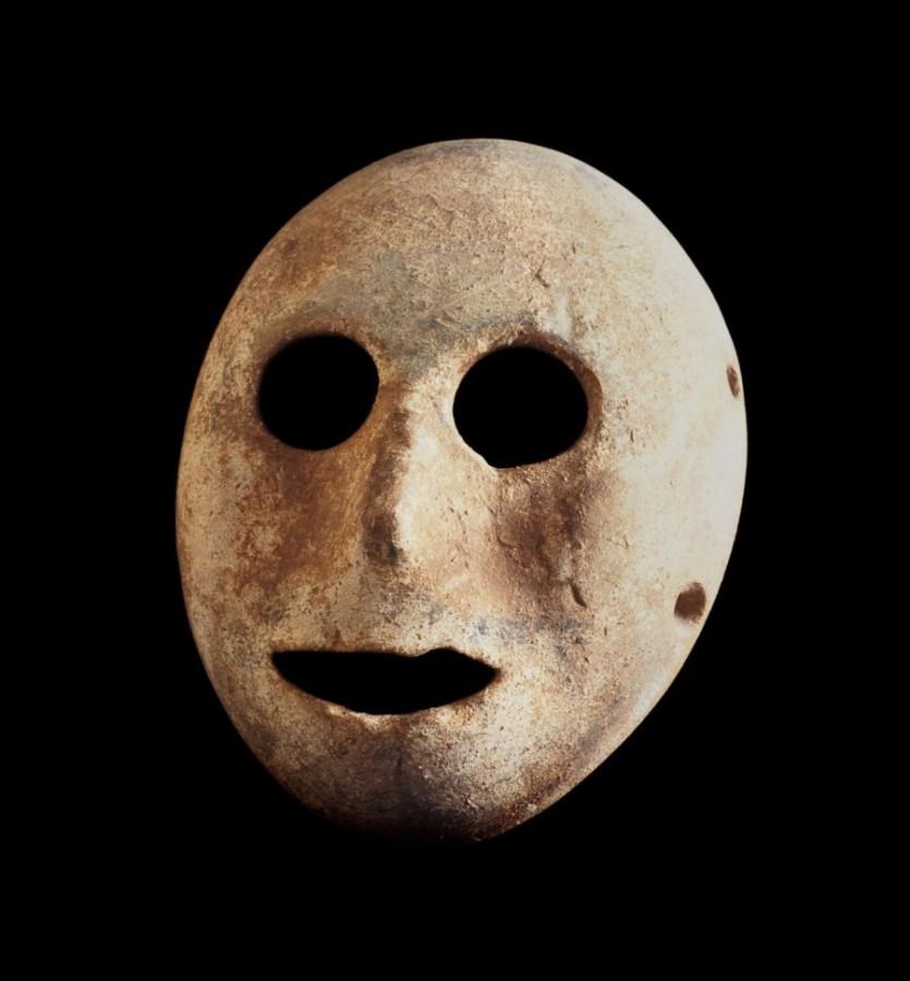 самая древняя найденная каменная маска эпохи неолита. Считается что она была изготовлена в докерамический период - за 7 тысяч лет до нашей эры. Маска хранится в парижском Музее Библии.