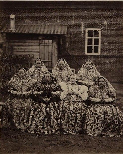 Девушки Нижегородской губернии. Фото Жана Ксавье Рауля, конец 1870-х