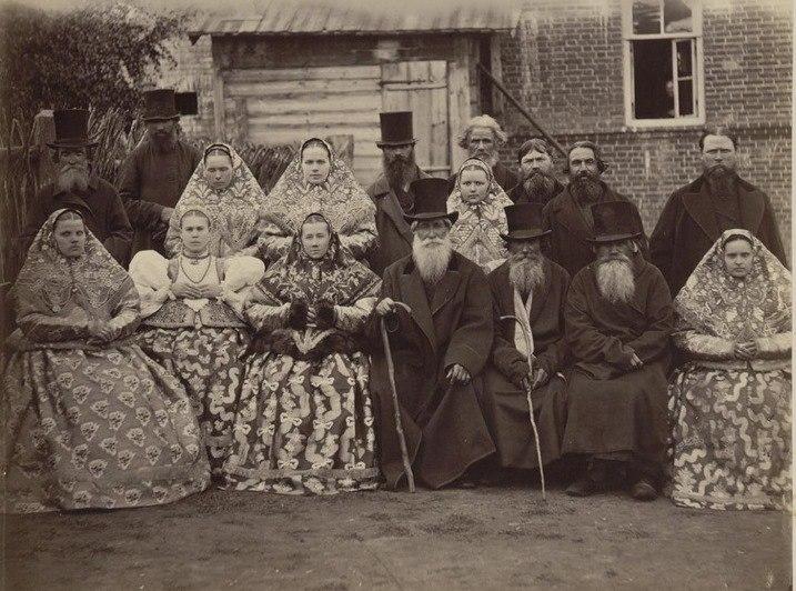 Это КРЕСТЬЯНЕ. Зажиточные. Село Безводное Кстовского района Нижегородской губернии.