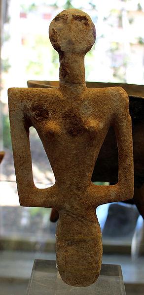 Neolitico,_cultura_di_ozieri,_idolo_femminile_di_tipo_cicladico_conbtraforo,_3200-2700_ac_ca.,_da_monte_d'accoddi,_tomba_II_(SS)