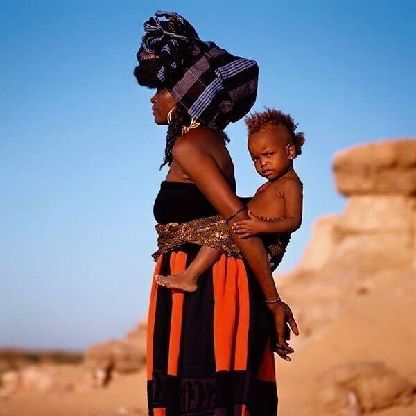 Африканская женщина с ребёнком