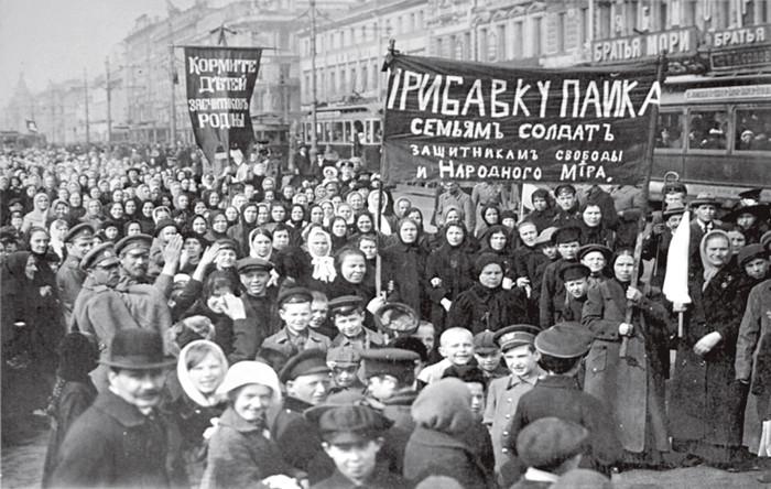 Дмонстрация работниц Путиловского завода в первый день Февральской революции