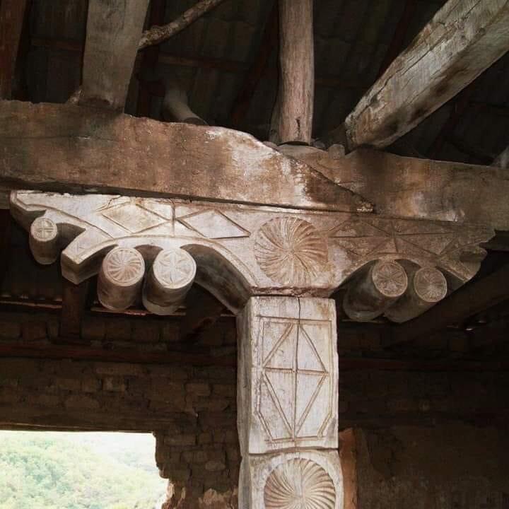 Очажный столб в старом осетинском доме