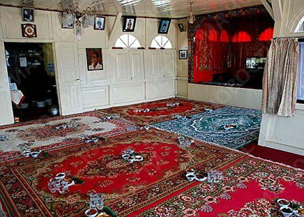 большая комната для совместного проживания