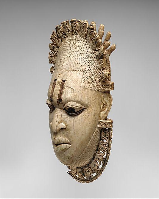 Маска из слоновой кости Бенин 16 век
