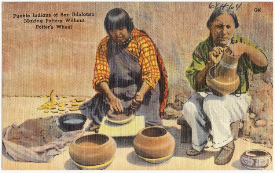 Pueblo_Indians_of_San_Ildefonso_making_pottery_without_pottery's_wheel