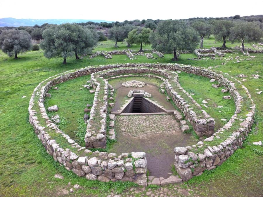 Священный колодец в Санта-Кристине на Сардинии 2