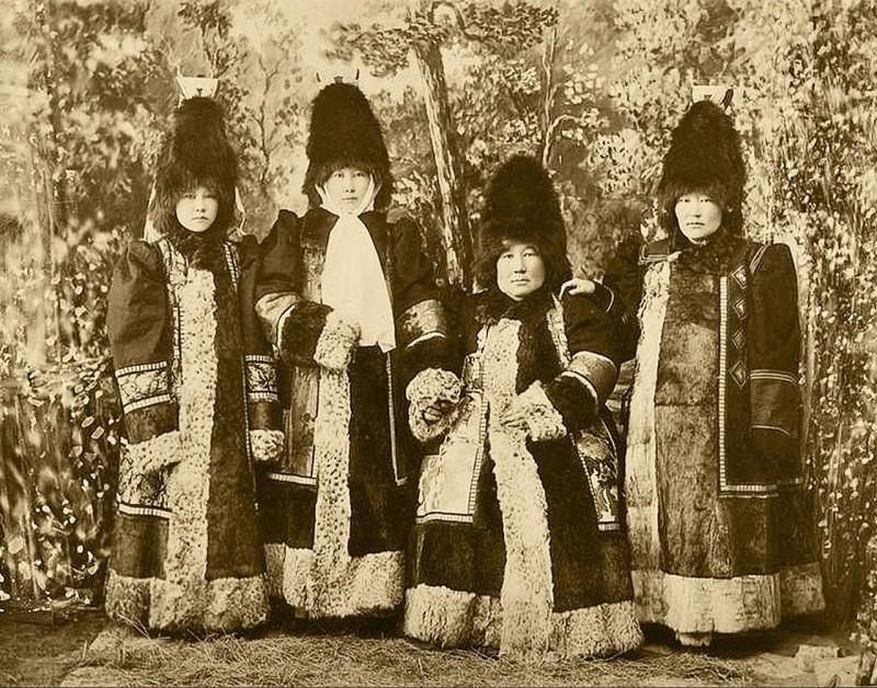 Богатые якутки.
