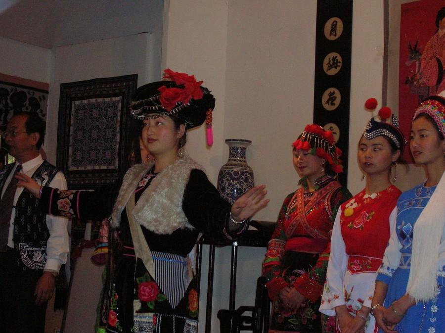 Bai_female_costumes