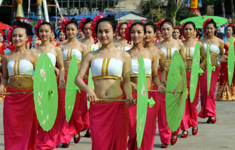Girls of Dai ethnic group