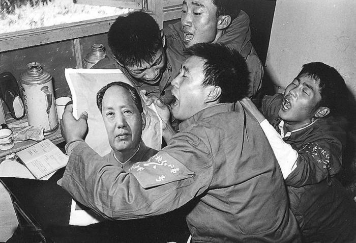 Послe объявлeния о смерти Мaо Цзэдунa, Китaй, 1976 гoд.