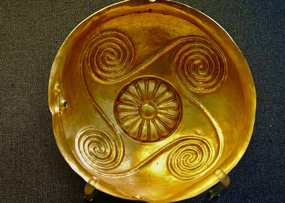 Minoan gold cup, 1850-1550 BC. British Museum.