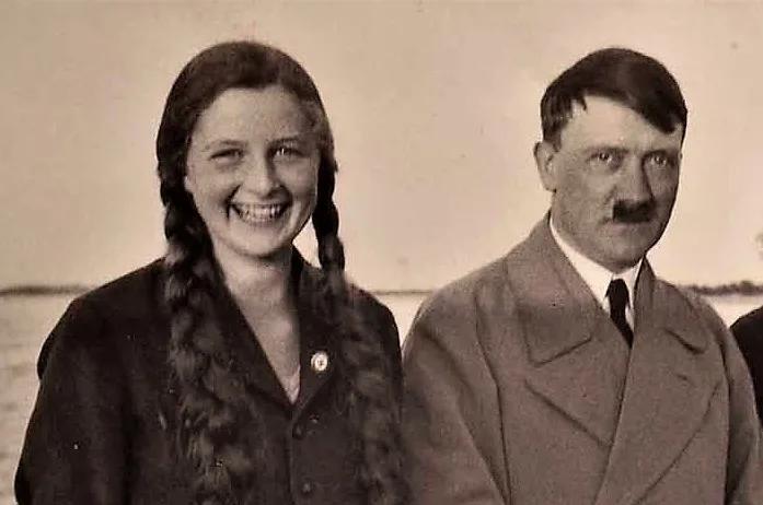 Гели Раубаль и Адольф Гитлер