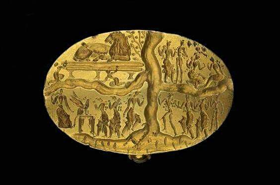 Кольцо Нестора. В правой верхней части символы куколки и бабочки. 16-15 вв. до Р.Х. Музей Эшмолейн. Великобритания, Оксфорд