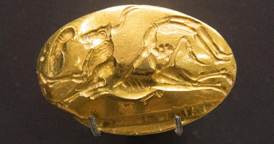 Ритуальная игра с быком. Печать на кольце. 15 в. До Р.Х. Гераклион, Археологический музей