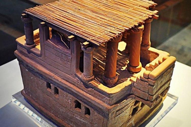 глиняная модель дома