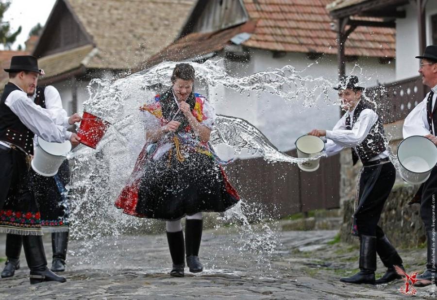 Поливальный понедельник в Польше