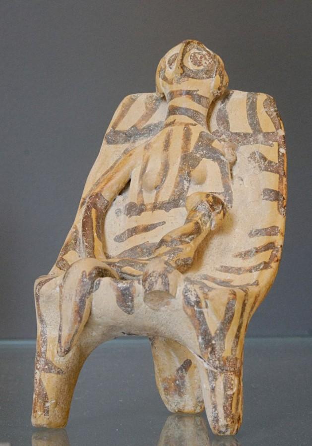 Kourotrophe_phi-figurine_Louvre_CA1872