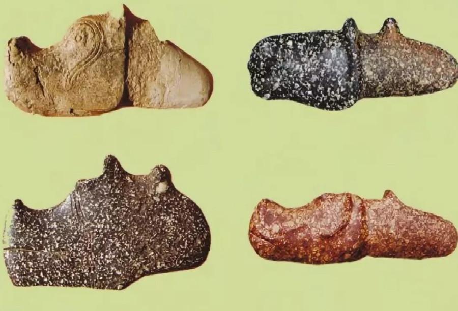 Каменные набалдашники в форме конской головы