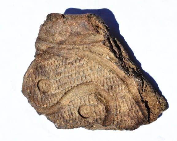 Фрагмент керамики с символикой Инь-Янь, неолит (Вознесеновская культура).
