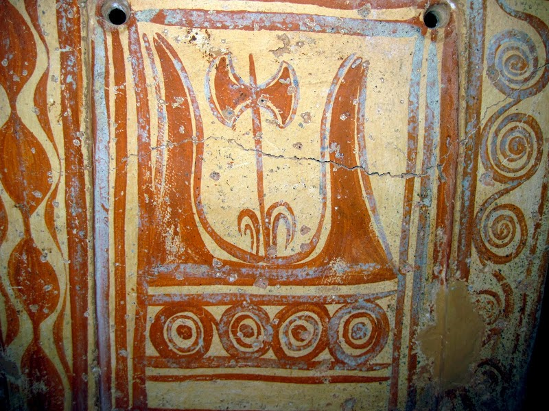 painted double axe and sacred horns, Minoan