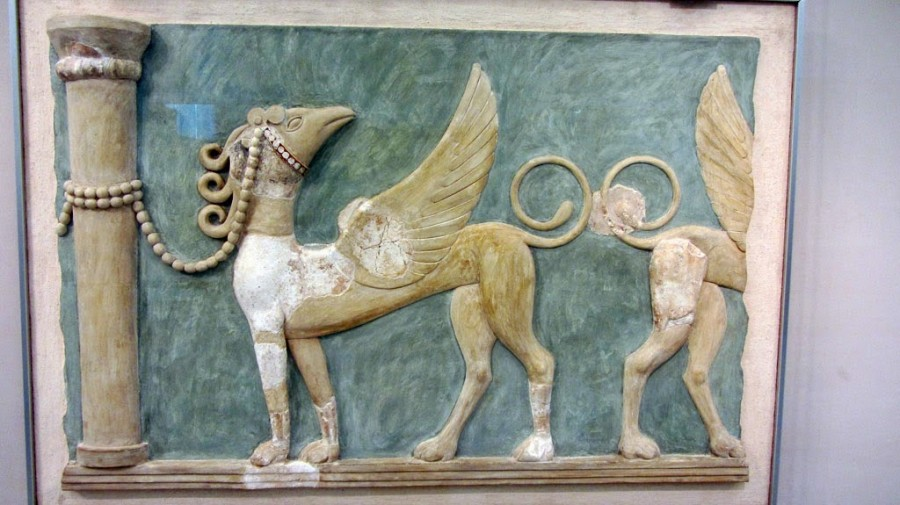 fresco of griffins tethered to columns, Great East Hall of Knossos, NT period 1600-1450 bce