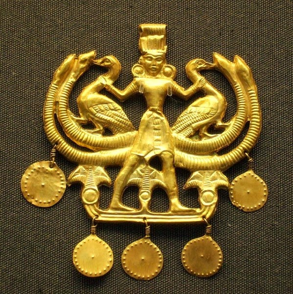 Gold pendant 'Master of the Animals', Minoan (from Crete but found on Aigina), 1700 to 1500 BCE