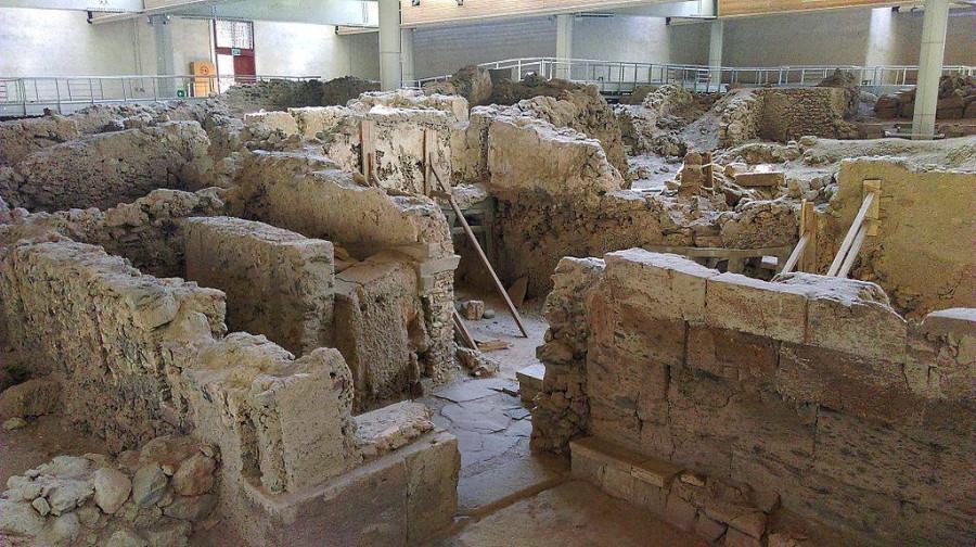 1589947603_6_-prehistoric_town_of_akrotiri_archaeological_zone_04